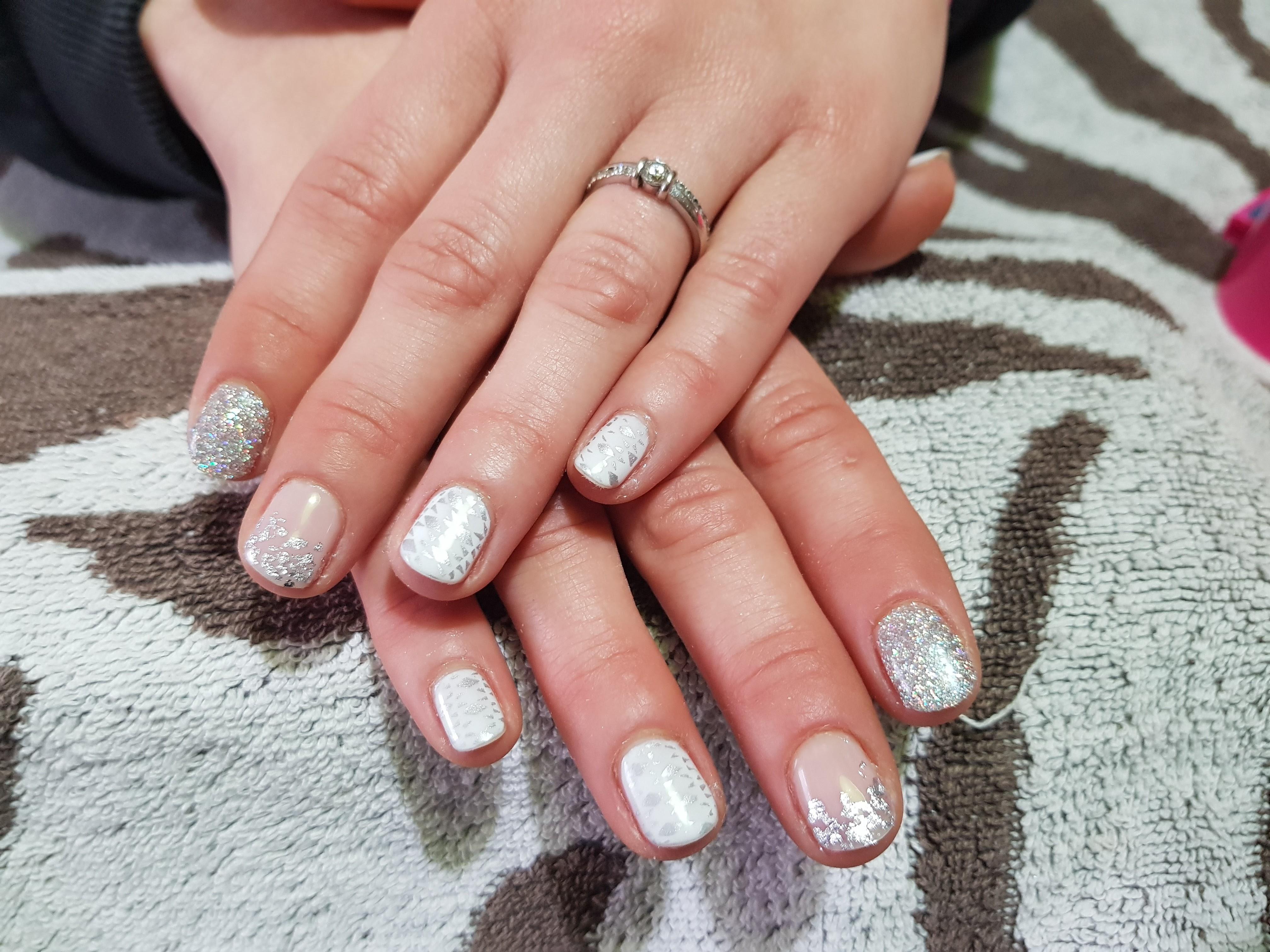 Tutorial Nail Art Con Smalto Semipermanente Bianco Nude E Argento