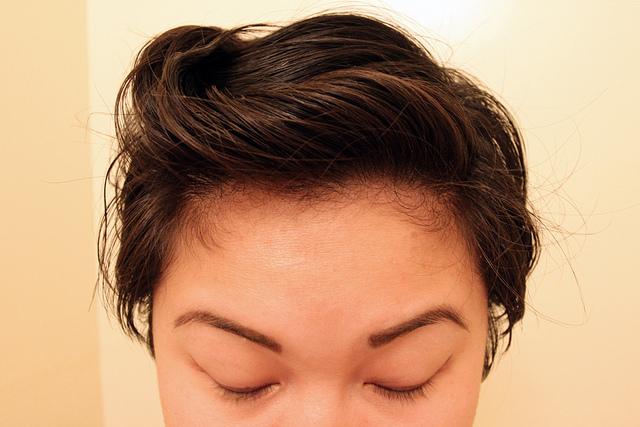 capelli oleosi rimedi naturali