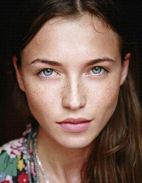 valorizzare le lentiggini con il make up