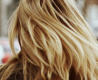 metodi naturali per schiarire capelli