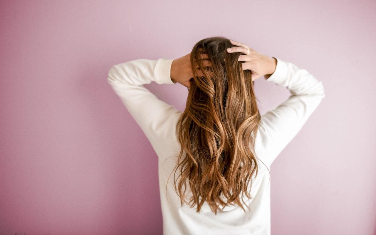 Scrub cuoio capelluto: 4 ricette naturali fai da te