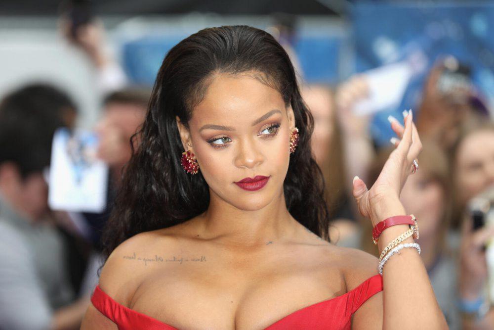 Rihanna presenta Fenty Hair, la nuova linea per i capelli